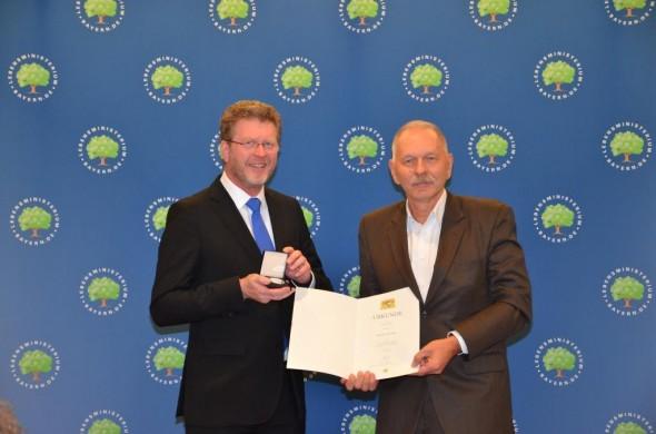 http://www.stmug.bayern.de/ministerium/auszeichnungen/verdienst_gesundheit/2012.htm
