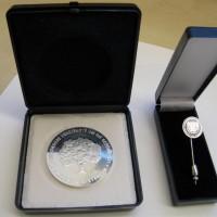 Medaille & Anstecknadel